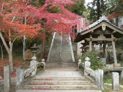 府中八幡神社と八尾山の紅葉