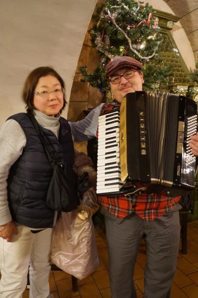 中欧4か国周遊のツアーをクリスマスマーケット巡りとして楽しむ。(5)旧市街広場とヴァ―ツラフ広場のマーケットを巡り、ル・フレクのディナー。