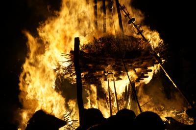 野沢温泉道祖神祭りをメインに上田・小布施・信州中野を巡る旅(二日目)~厄年集団と村人の松明を巡る攻防戦。火の粉が大量に舞ってマジヤバいです~
