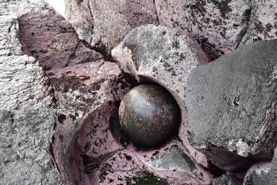 赤沢温泉郷とポットホールの宝物 ~海と一体化する露天風呂と球体の石~(伊豆高原)