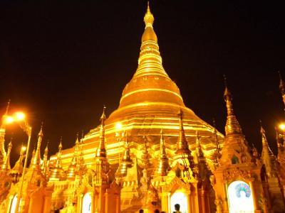 ミャンマー 夜のシュエ・ダゴン・パゴダ(黄金の仏塔)