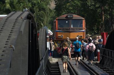年末年始・3度目のバンコク7日間、戦場にかける橋ツアーと暁の寺夜景。