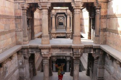 西インド グジャラートの旅(12)~アーメダバード3 ハティースィン・ジャイナ寺院、ダーダー・ハリ階段井戸~