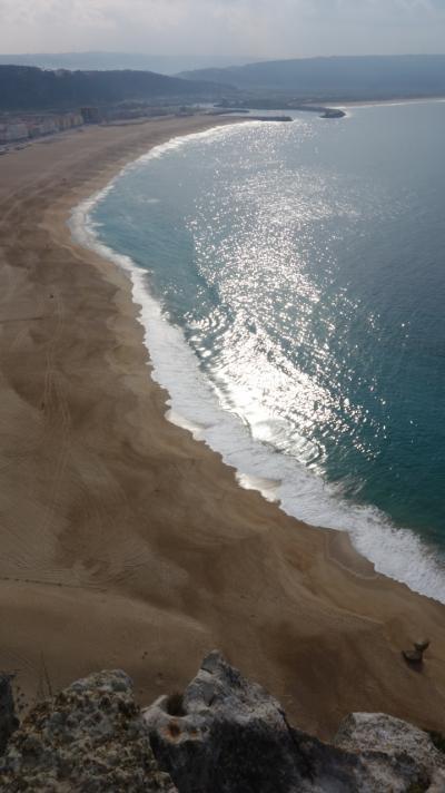 シティオ地区の展望台からナザレの海岸を見下す。絶景です。
