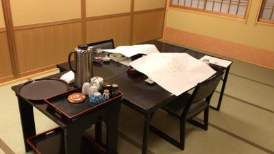 千明仁泉亭の旅  (朝・昼のごはんを抜かないと、とても食べきれない夕食)