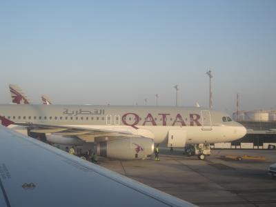 カタール航空でドーハ。