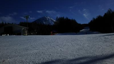 富士をバックに大滑降、ふじてんスノーリゾート