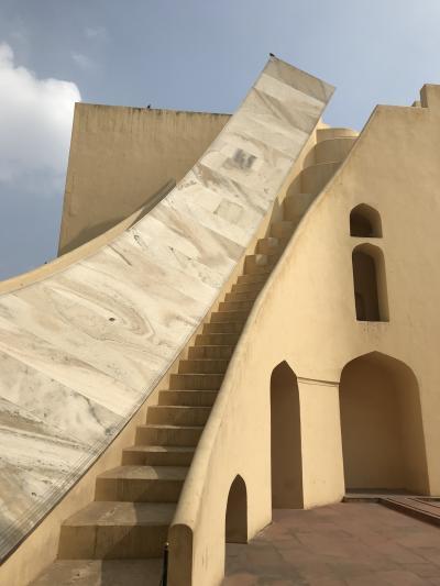 初インド10日目。ジャイプールの風の宮殿と、シュールな空間のジャンタルマンタル