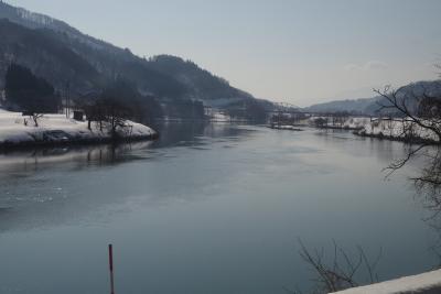 暖かい冬の一日、飯山線を「呑み鉄」で旅する。