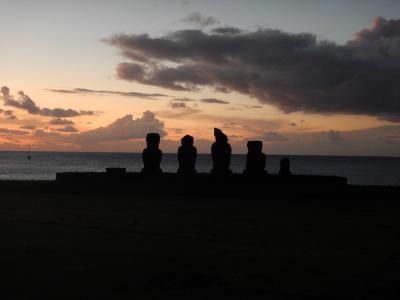 チリ・イースター島5泊9日⑤イースター島(ラノ・カウ、オロンゴ儀式村、アフ・ビナプ)