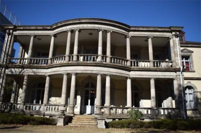 ジョサイア・コンドル建築を見比べに。旧島津公爵邸へ