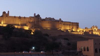 2019新春インド旅 その8~アジメール経由ジャイプールへ(アンベール城と風の宮殿の夜景)