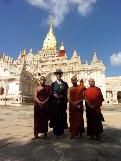 飛行機を乗り継いで仏教の聖地へ巡るミャンマーの旅 その4 世界三大仏教遺跡の一つ、バガン探訪前編(ニャウンウーマーケット、シュエジーゴン・パゴダ、ティーローミィンロー寺院、アーナンダ寺院、サンセットガーデンレストラン)