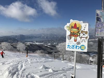 新雪を楽しんだら温泉でゆったり、たざわ湖スキー場=2019年1月