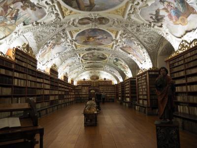 ストラホフ修道院図書館とクリスマスマーケットを観たくて半日だけプラハに行ってきました。