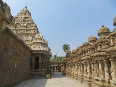 インド 「行った所・見た所」 カーンチープラムのカイラーサナータル寺院観光とシルクハウス入店