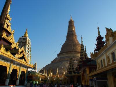 観光ビザ免除になったミャンマーでモヒンガーを食べてきた。モヒンガーのレンゲは金属製に限る編