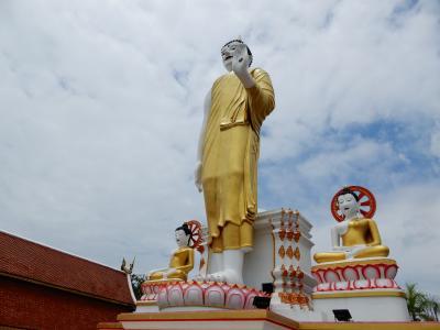 泰緬鉄道の旅を終えて古都チェンマイへ/レンタルバイクで寺院巡り① ワット プラ タート ドイ ステープへ