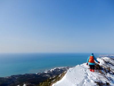 2月 真冬のアポイ岳に登る♪ 真っ白な雪景色と紺碧の太平洋!  息をのむ美しい世界が待っていた