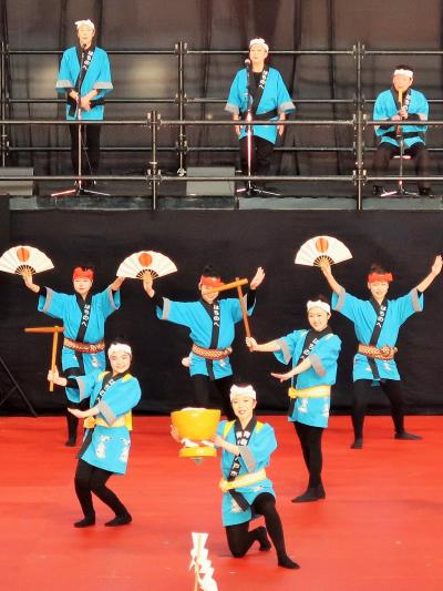 ふるさと祭り東京-6 八戸・南部俵積み唄b 縁起の良い歌詞 ☆手踊り・大画面にも映り