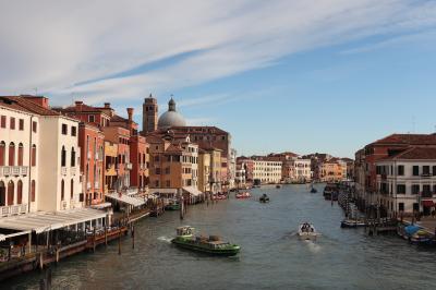 迷路のような小径と運河が生む幻想世界ベネチア