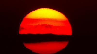 超久しぶりで瑞ヶ池に昇る朝日の撮影。