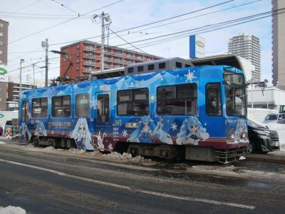 時は流れて、サッポロSNOWYの南三条へ、ホームにて、電車に乗って根雪の小樽へも