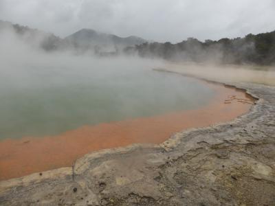 ワイオタプとフカ滝 カラフルなニュージーランドの自然
