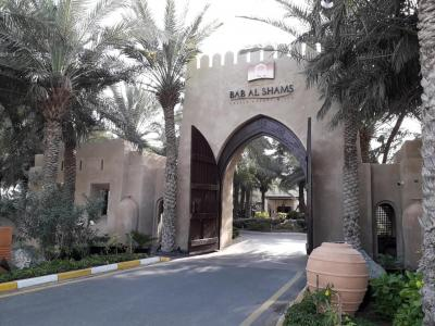 砂漠のホテル Bab Al Shams Desert Resort
