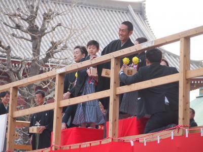 節分の日、初めて浅草の節分会に行ってきた! 著名人が撒く豆まき、浅草寺の周りは激混みでした...