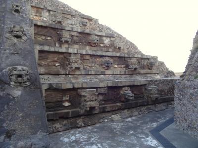 5回目にして「はじめての」メキシコ その4(念願のテオティワカン。まずはケツァルコアトルのピラミッド。)