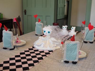 山手西洋館のバレンタイン飾りと春節で賑わう横浜中華街