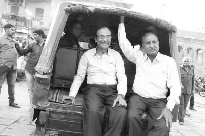 表情豊かな人々と出会い行き交う インド旅(*^▽^*) (4)パキスタンとの国境まで100km、辺境の地ジャイサルメールへやって来ました(^^♪