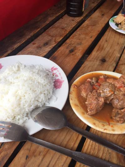 外食    ディビソリア 食堂   ......    50 peso  ( 105 円 )  の  おいしい ご飯   .....   2019