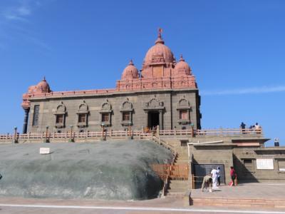 インド 「行った所・見た所」 カーニャクマリでヴィヴェーカーナンダ岩と記念堂を散策