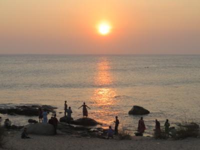 インド 「行った所・見た所」 カーニャクマリのコモリン岬散策とサンセットを見てシンガールホテルに宿泊