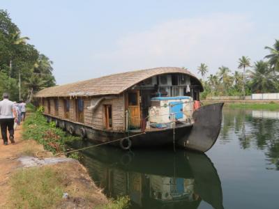 インド 「行った所・見た所」 アラップーラ(カーニャクマリから移動してバックウォーターのハウスボート乗り場に)