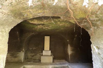 鎌倉・壽福寺のやぐらと墓地ー2019年冬