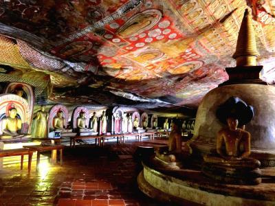 2018年 9月 スリランカ・ダンブッラ 仏像ファンには鼻血モノの石窟寺院ヘ!
