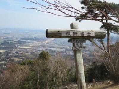 1人で菰野富士に登ってきました。怖さはなかったのですが気持ちは変わっていきコワイです。でも(^^♪安心できました。下山後おひなさまめぐりをしました。