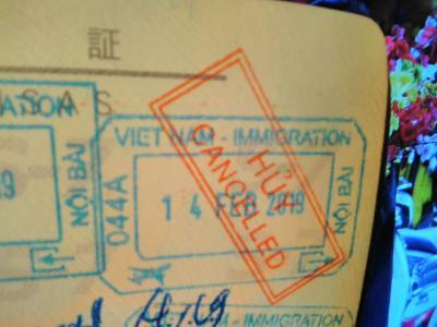 ハノイ、ノイバイ空港で、まさかの飛行機乗り遅れ。出国を取り消され、ベトベト国に再入国す(T_T)/// インシャラーの夜(-_-)。。。