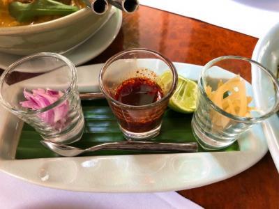 お一人様で食べ歩き「バンコクの美味しいタイ料理」セラドンと緑のカオマンガイ