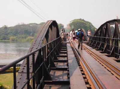 カンチャナブリ、戦場にかける橋、とバンコク(ナイトマーケット)