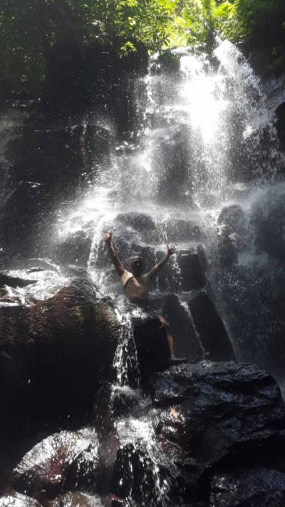 見ていて楽しいリズミカルな滝。穴場スポット