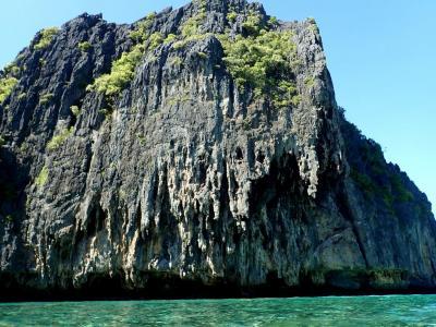 エルニド 奇岩怪石の島々