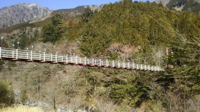 大滝目指して、吊り橋渡り。