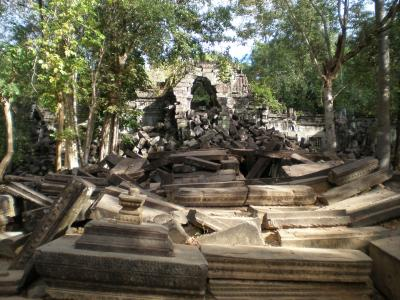 神秘の国カンボジア、ベンメリアとプレアヴィヒア、コーケー遺跡群