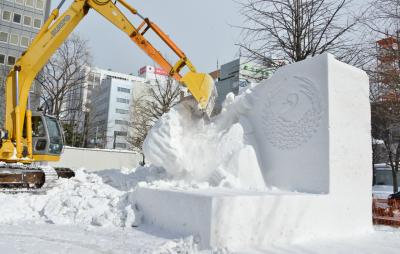 冬の北海道の旅・その3(雪像壊し・札幌時計台・北大・北海道庁旧本庁舎・白い恋人パーク)