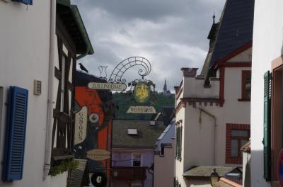 ドイツ・ライン川下りや河畔の町やベネルクス三国の運河・花・名画を楽しむ旅 2-1 中ライン川の起点の街リューデスハイムでヴァイン・ケラーでワイン試飲