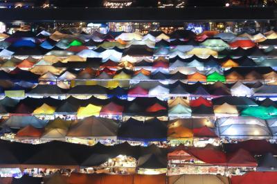 ☆☆ Bangkok Vacation ♪ ③ ☆☆ ~~ カオマンガイとサテ・オクターブ(Octave Rooftop Bar)と夕日 & ラチャダー鉄道市場 ~~